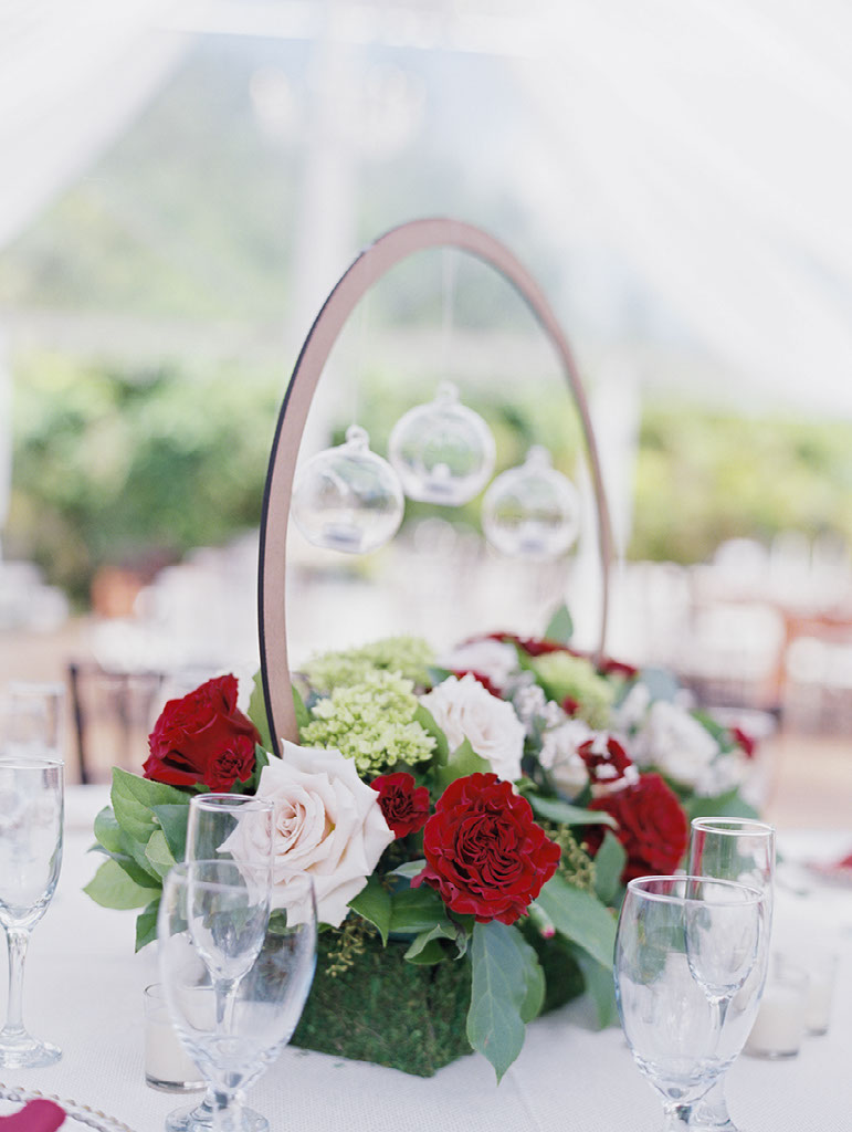 garden wedding table flowers bouquet